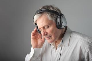 Usted puede necesitar un examen de audición, descubra cómo saberlo